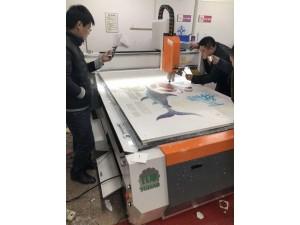 供应高精度摄像定位自动寻边雕刻机广告雕刻机加装寻边系统