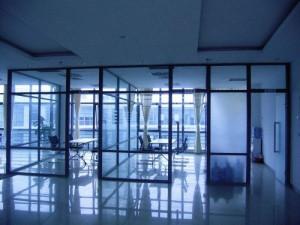 天津河东区制作铝合金玻璃高隔价格