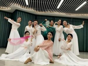 龙华古典舞培训班就来媚子国际瑜伽舞蹈学校