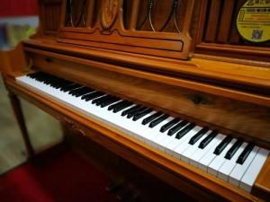 卡哇伊英昌专业的二手钢琴出租出售,每天只要6元