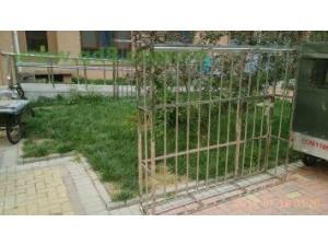 供应全北京焊接不锈钢货架宣传栏订做铁艺围栏