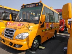 华策1.78米宽双轮19座幼儿园校车