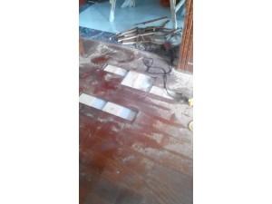 上海木地板维修电话 地板进水受潮修复 木门损坏修复