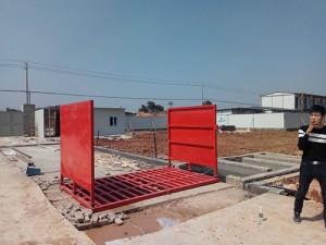 行业资讯:(安阳建筑工地洗车台)工程车底盘自动洗车机