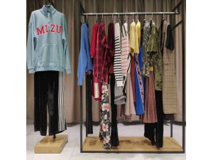羽沙国际女装品牌折扣店专柜正品货源渠道