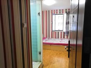 一间小小的公寓,拥有自己独立的私人空间,一个温暖的房间