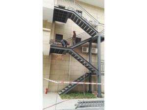廊坊楼梯制作焊接 钢结构消防楼梯制作