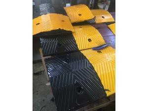 北京专业学校门口安装橡胶减速带,安装销售隔离柱