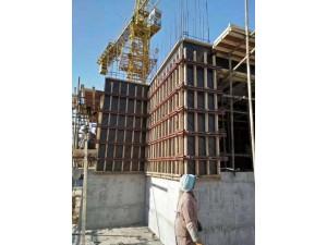阐述剪力墙模板安装、加固流程及质量控制要点