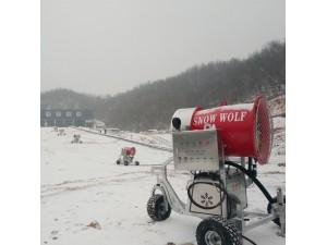 炮筒式造雪机已广泛应用 设置吊装挂钩方便了移动造雪机造雪