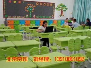 可升降课桌椅