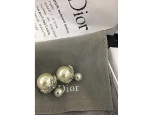 Dior珍珠耳钉应如何保养?