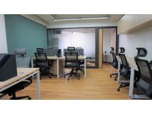 地铁口100平办公室,精装带家具,能短租,带隔间。
